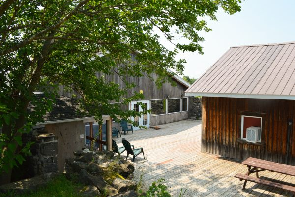 Lounge (outdoors) at Heritage Treatment Foundation, a drug and alcohol rehab near Montreal